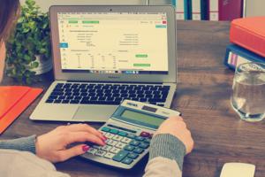 Budget en huishoudboekje rekenen met rekenmachine